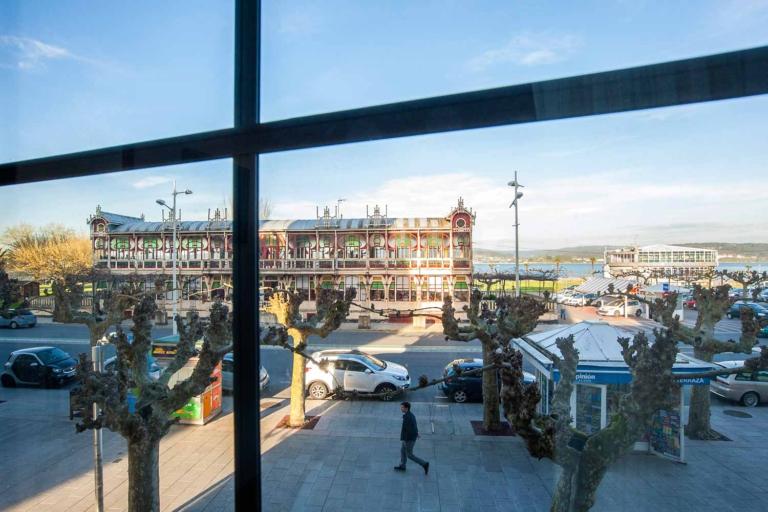 Vistas al mar y al edificio de la Terraza de Sada