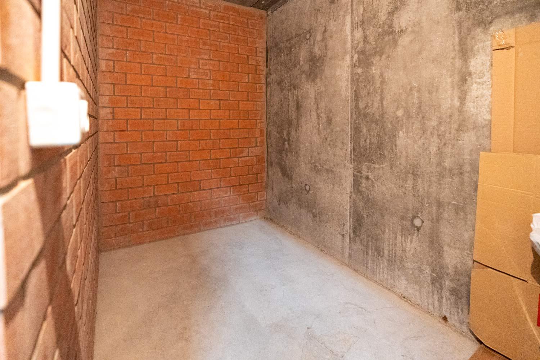 Trastero bajo en Costa Dulce, Sada_vacío_paredes de hormigón y ladrillo