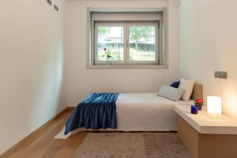 Dormitorio con muebles de cartón para HS