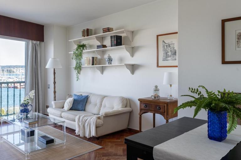 Fotografía de piso en venta en Sada. Fotos realizadas por Juan Amor para inmobiliaria Morando.es. Escenificación Home Staging.