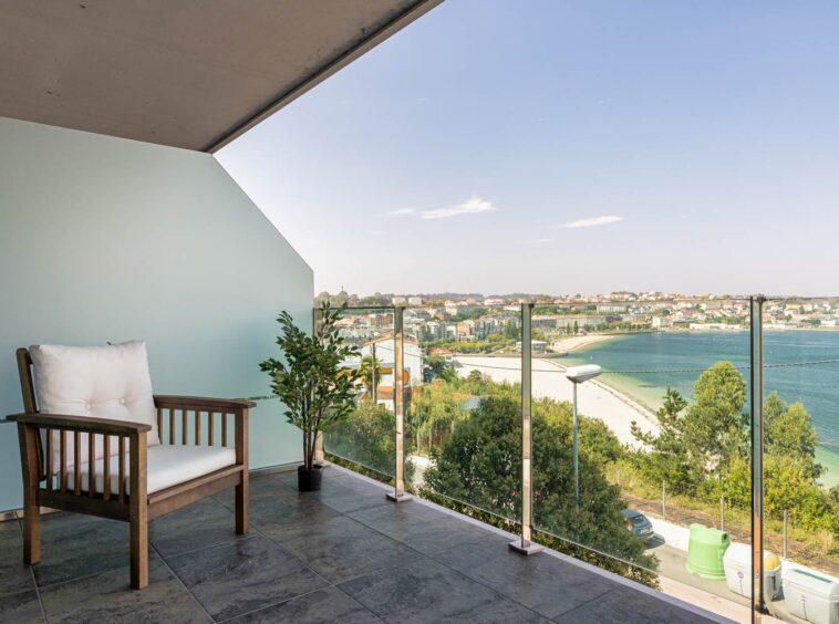 Terraza con vistas a la playa de Sada