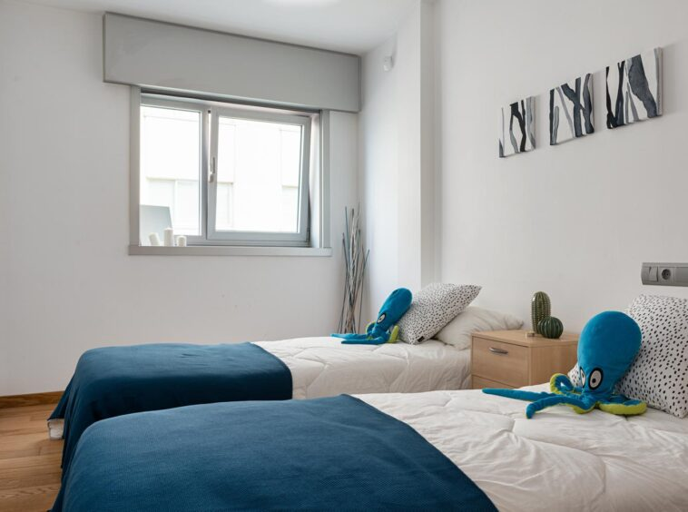 Dormitorio con camas gemelas