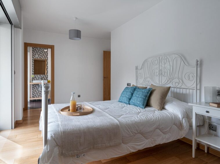 Dormitorio principal con baño integrado