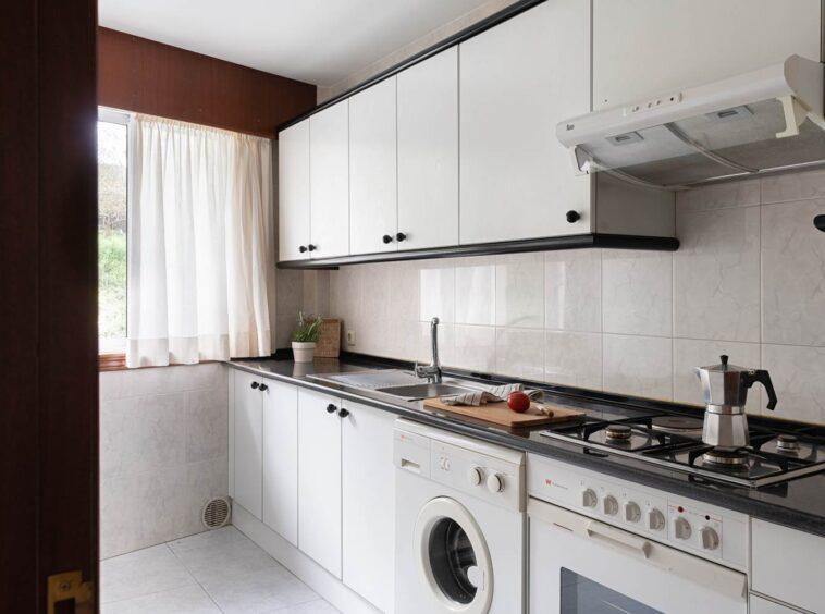 Cocina con muebles lacados en blanco